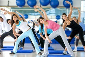 group of gym people in an aerobics class